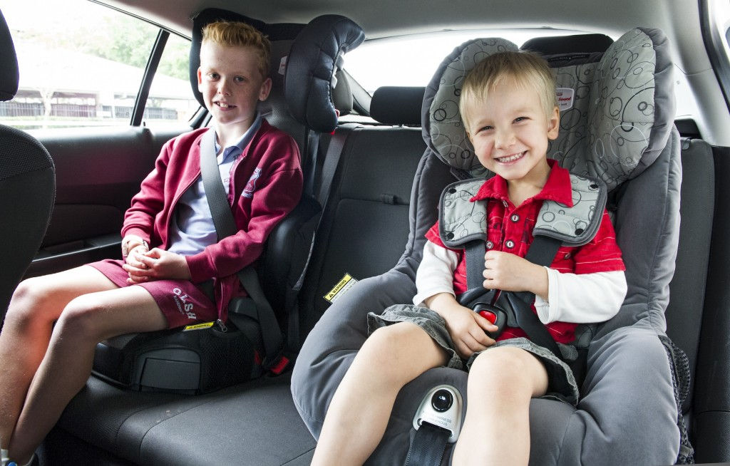The new national guidelines advise parents not to move their children to the next type of child restraint before the child is tall enough.